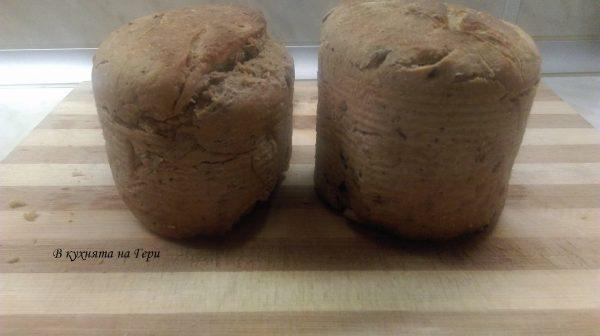 Пека на 170-180 градуса около 40 мин. Изчаквам да изстинат малко кутиите и вадя хляба, защото се навлажнява в противен случай.
