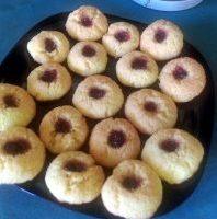 Кокосови бисквити със сладко от череши