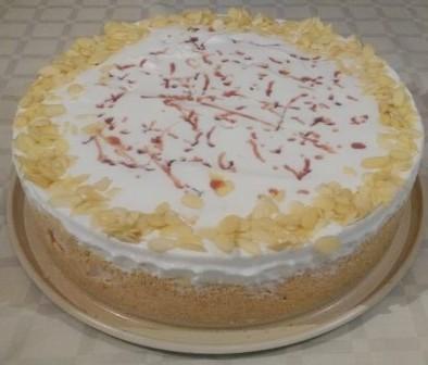 Сладоледна торта със сладко от череши