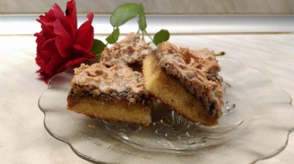 Сладкиш с мармалад и орехови ядки