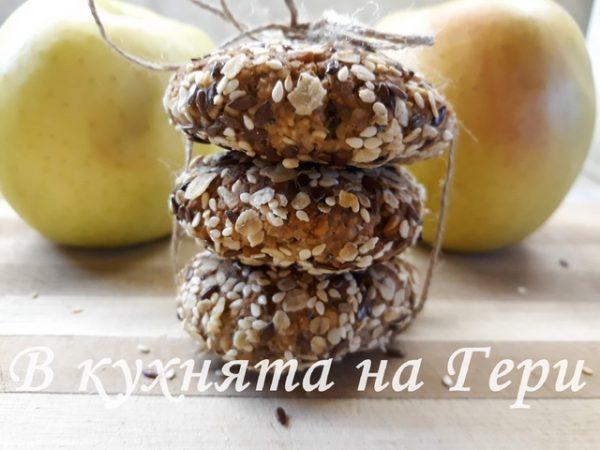 Овесени бисквити с ябълка, мед и семена